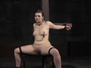 BDSM watch b substitute spreadeagle at near pussy fomenting