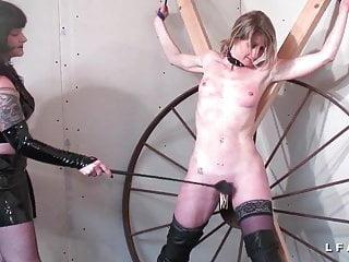 Milf francaise aux petits seins acute corrigee BDSM