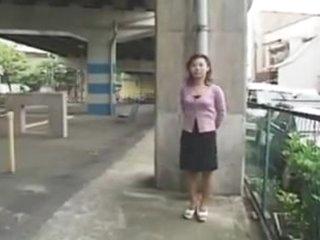 Japonaise soumise exhibee en talk about  putain maritale