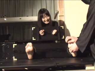Japanese paws tickle11